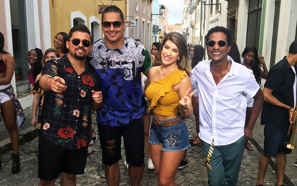 Lore Improta, Xand Aviões e o ator Luis Miranda participam do novo clipe do Harmonia do Samba (Foto: Divulgação)