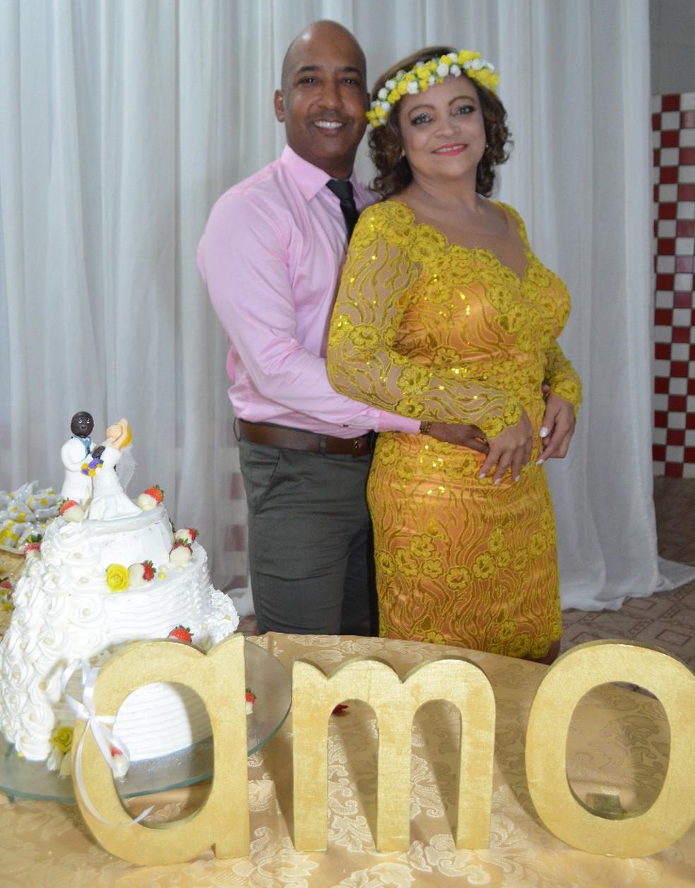 Médico cubano Humberto Armand se casou com a professora brasileira Sulene Oliveira. Atualmente, ele precisa vender churrasquinho para tirar o seu sustento no Pará — Foto: Sulene Oliveira/ Arquivo Pessoal