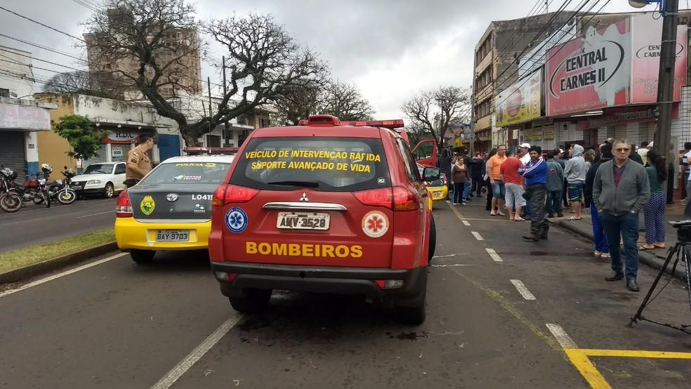 De acordo com testemunhas, ocorreu uma discussão entre o atirador e funcionários do estabelecimento. (Foto: Juliane Guzzoni/RPC Maringá)