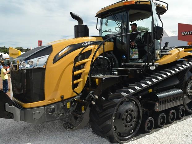 Trator Challenger MT875E é vendido por até R$ 2 milhões (Foto: Adriano Oliveira/G1)