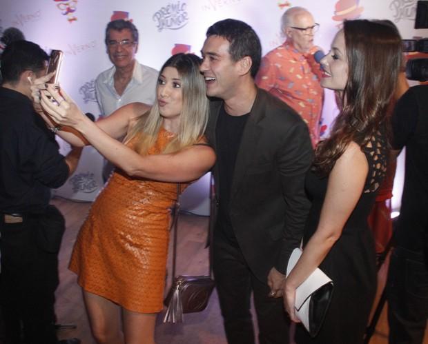Dani Calabresa com Marcos Veras e Rosanne Mulholland (Foto: Marcos Ferreira/Brazil News)