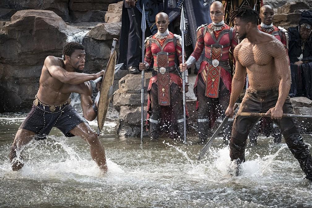 Chadwick Boseman e Michael B. Jordan em cena de 'Pantera Negra' — Foto: Divulgação