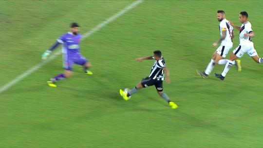 """Zé Ricardo lamenta vacilos do  time no clássico: """"Só entramos no jogo depois dos 30 minutos"""""""