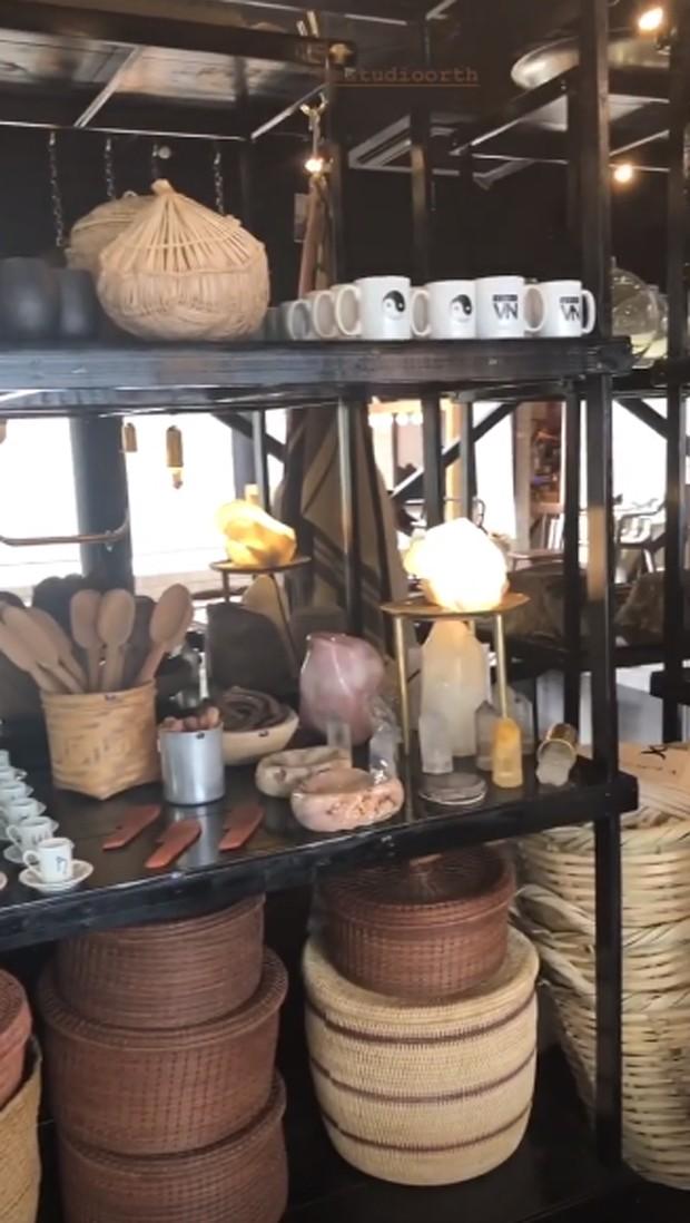 A pop up store do Estudio Orth no Chez Oscar (Foto: Reprodução/Instagram @karinamotasim)