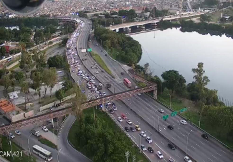 Cidade do Rio registra trânsito de mais de 30 km nesta sexta-feira (29) — Foto: Reprodução/Centro de Operações