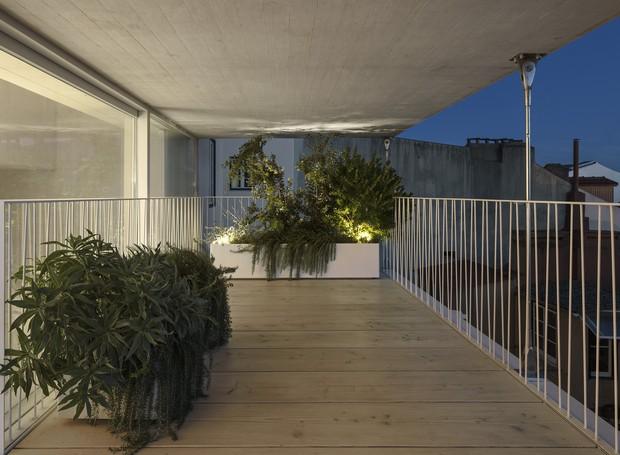 A decoração minimalista marca a arquitetura da Casa da Rua do Quelhas (Foto: paulo mendes da rocha + ines lob)