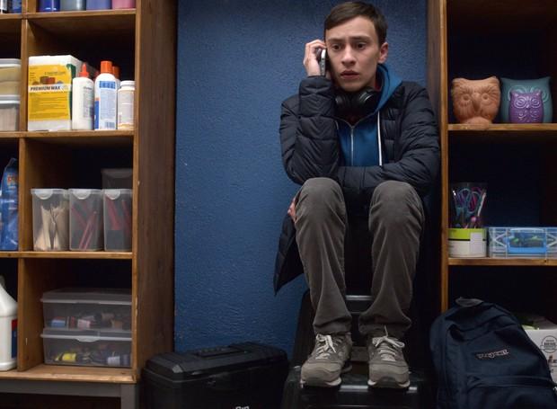 Sam em seu cantinho refúgio na escola onde estuda (Foto: Divulgação/Netflix)