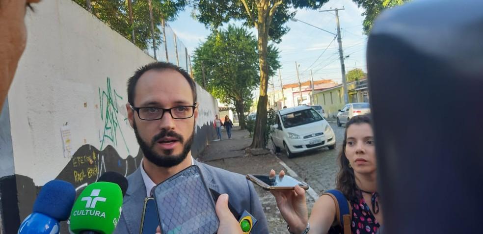 Caetano Siqueira destaca que alunos serão estimulados a falarem sobre as emoções e lembranças do massacre na Escola Raul Brasil como forma de lidar com o acontecimento — Foto: Maiara Barbosa/G1