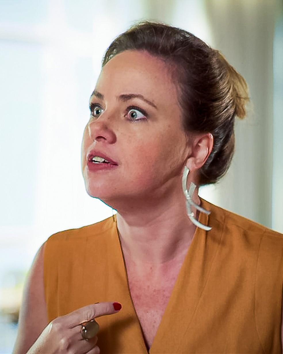 Regina (Karine Teles) fica furiosa com Max (Roberto Bomtempo), em 'Malhação - Toda Forma de Amar' — Foto: Globo