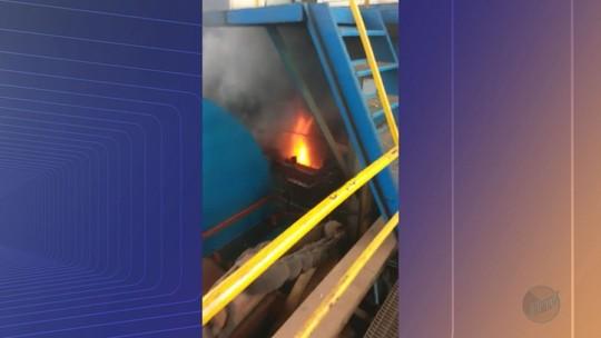 Incêndio em turbina de usina de açúcar deixa funcionário ferido em Pontal, SP