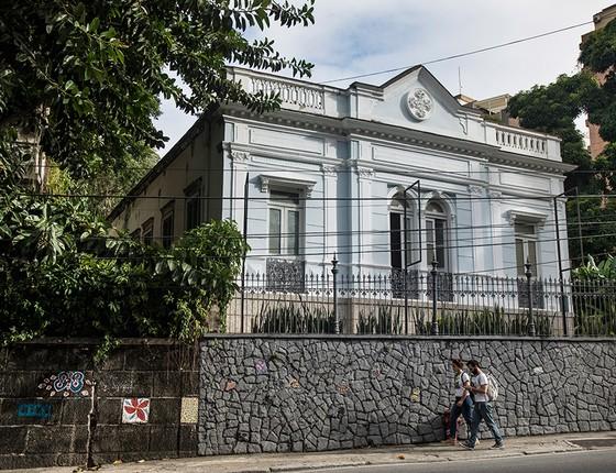 Casarão no Cosme Velho, Zona Sul do Rio, sedia o Museu Internacional de Arte Naïf, fechado ao público desde dezembro de 2016. A instituição foi criada pelo joalheiro francês Lucien Finkelstein (1931-2008) (Foto: Ana Branco / Agencia O Globo)