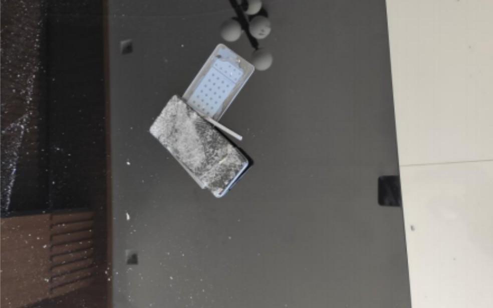 Mulher denuncia que teve celular quebrado pelo esposo após ele se irritar por morte de cadela, em Anápolis — Foto: Polícia Militar/Reprodução