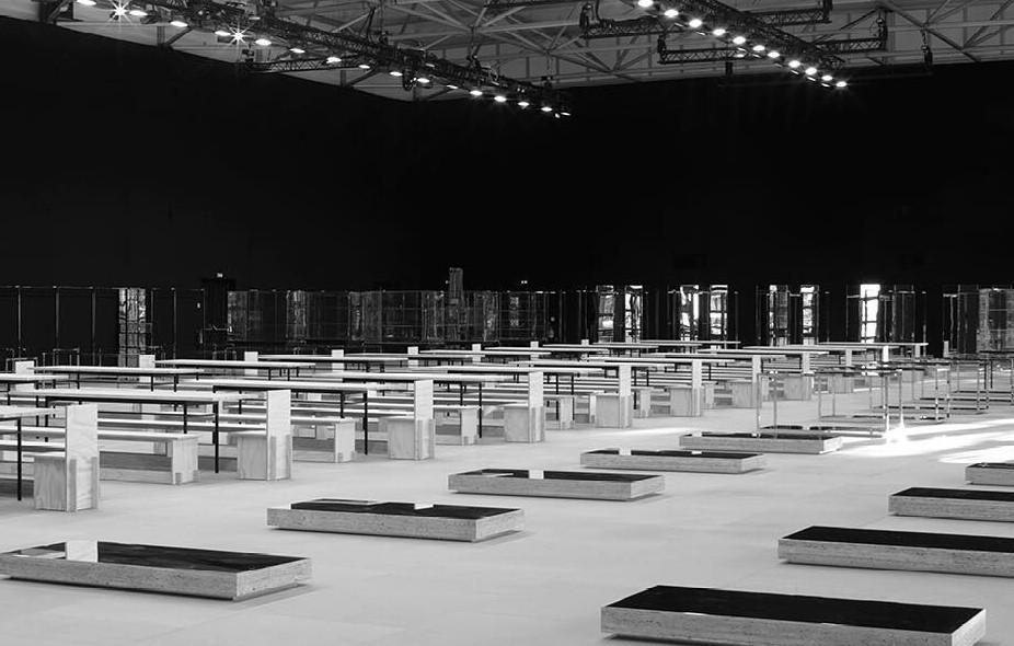 Showroom minimal da Celine, em Paris (Foto: Reprodução/Instagram)