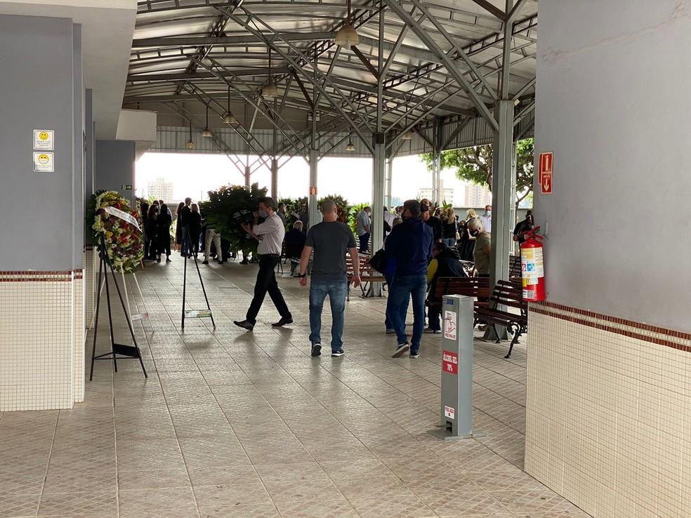 Velório de copiloto morto em queda de avião em Piracicaba — Foto: Felipe Boldrini/EPTV