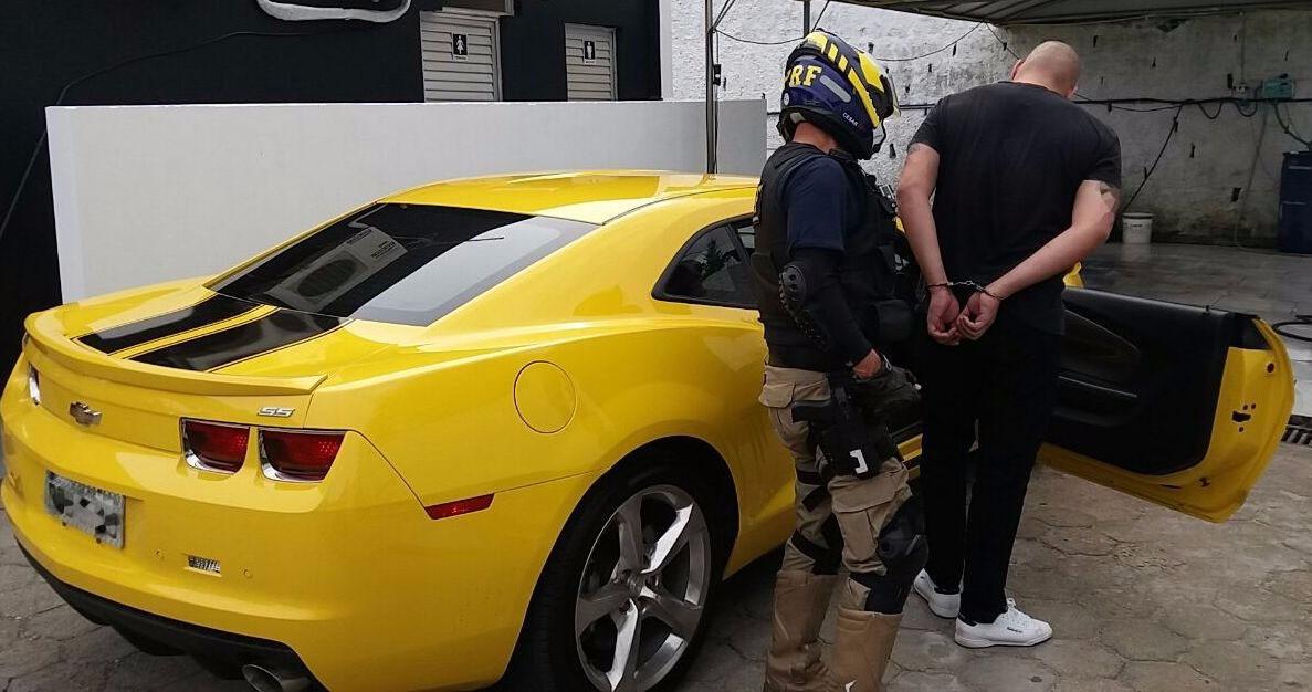Motorista de Camaro amarelo é detido em SC com carteira de habilitação falsa