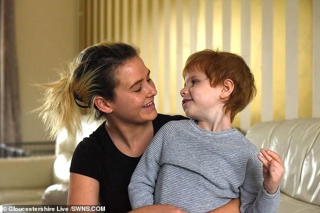 Dunn estava visitando The Greatfield em Cheltenham, Gloucestershire, com dois amigos e seu filho Preston, que tem autismo e foi recentemente diagnosticado com leucemia (Foto: Gloucestershire Live)