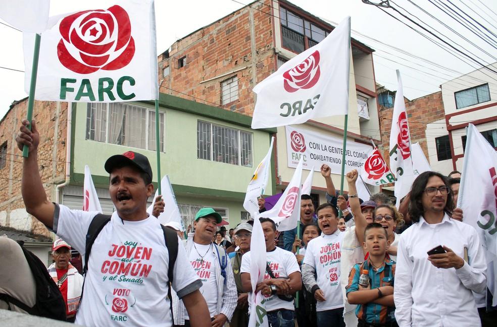 Apoiadores do partido Farc no encerramento da campanha para as eleições legislativas em Fusagasuga (Foto: Felipe Caicedo / Reuters)