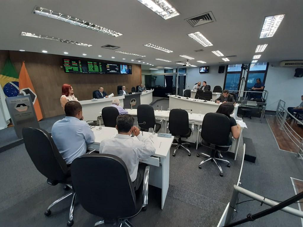 Vereadores voltam a discutir  regulamentação do transporte por aplicativos em Divinópolis - Notícias - Plantão Diário