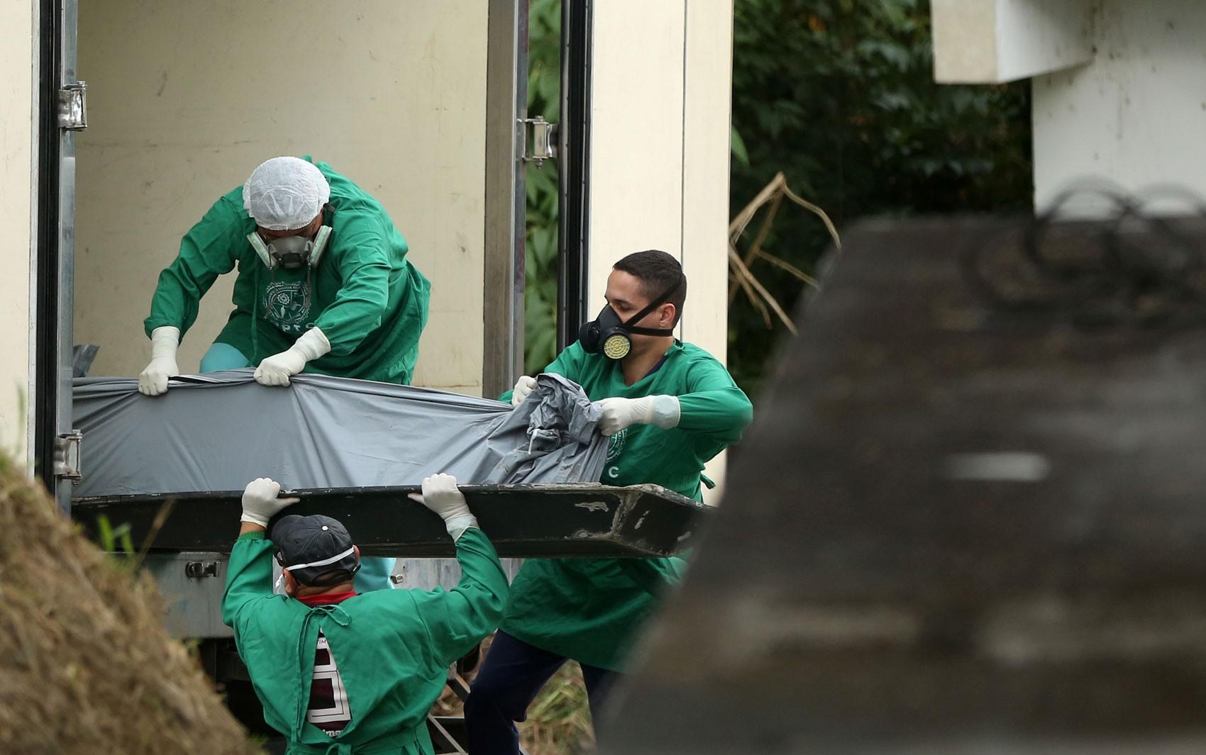 Governo libera últimos corpos de presos mortos em massacre no Amazonas - Notícias - Plantão Diário
