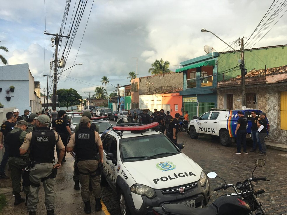 Operação Olhos de Fogo tem como alvo suspeitos de homicídio, tráfico de drogas e roubos; foto mostra operação em Pernambuco — Foto: Polícia Civil/Divulgação