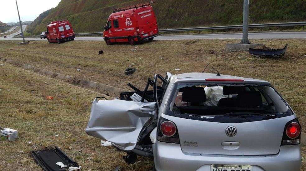 Carro bateu em um poste e capotou, na altura de Nova Iguaçu, na Baixada Fluminense; Sirkis morreu na hora — Foto: Reprodução/Redes Sociais