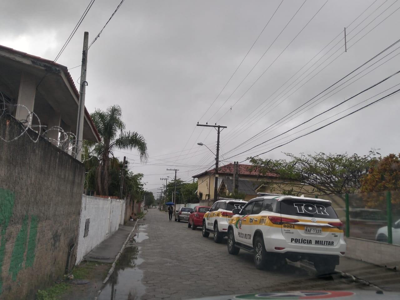 Suspeitos de integrar organização criminosa são alvo de mandados de busca e apreensão na Grande Florianópolis