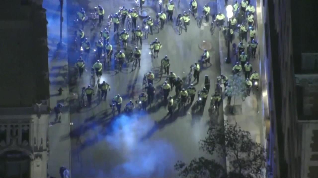 Policiais usam bombas para dispersar manifestantes em Boston