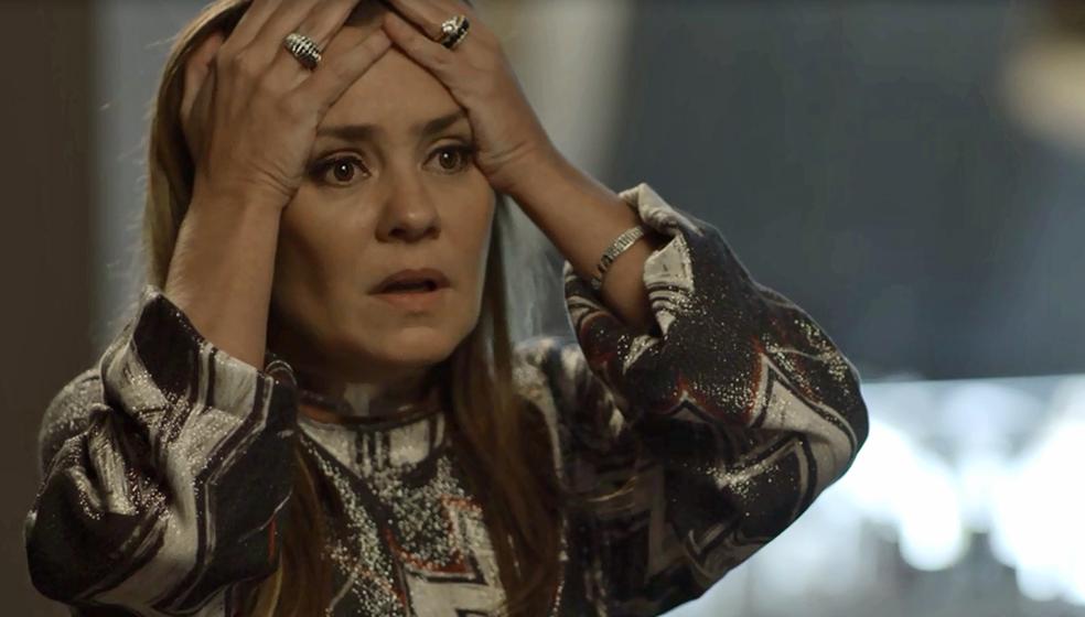 Laureta fala mal de Luzia na frente de Ícaro (Foto: TV Globo)