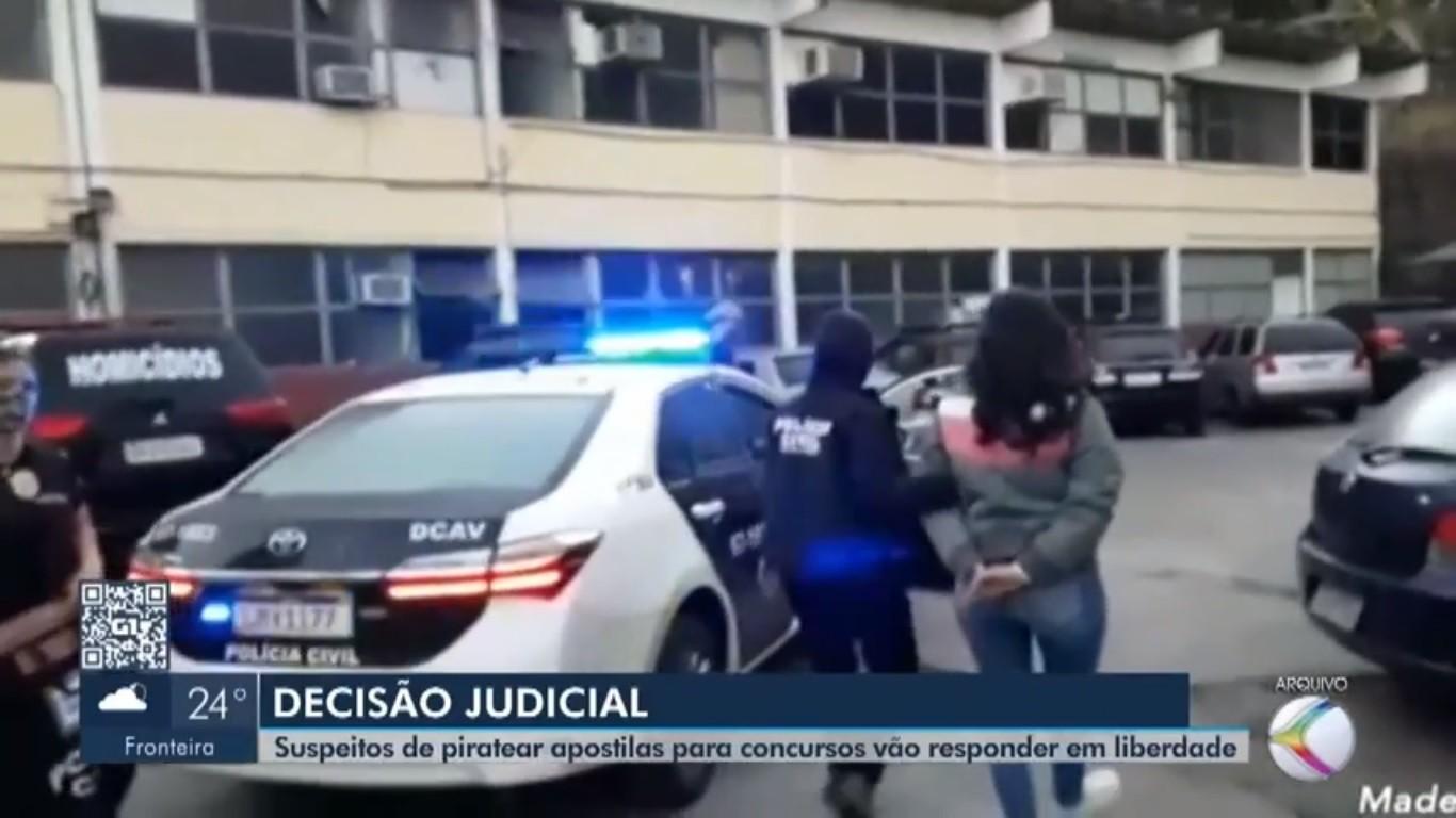 Mulher presa em Juiz de Fora e quadrilha suspeita de pirataria de materiais de cursinhos no RJ vão responder processo em liberdade