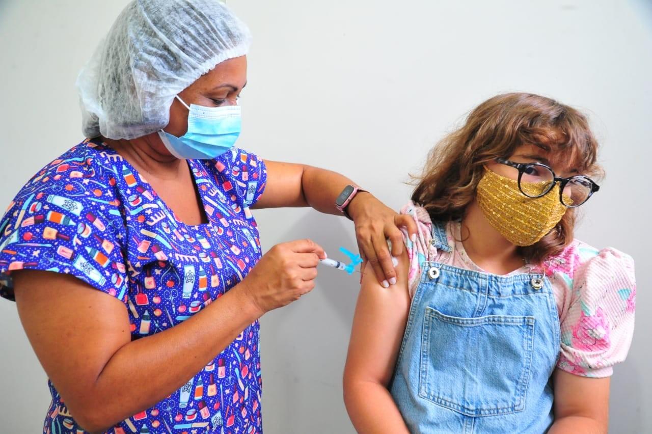 Para atualizar caderneta de crianças e adolescentes, ponto de vacinação está em dois shoppings da capital
