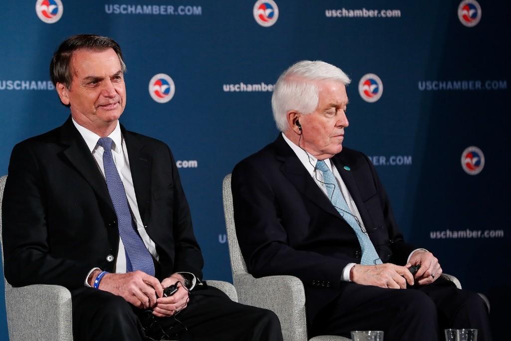 Bolsonaro cita capacidade bélica dos EUA ao dizer que é preciso resolver