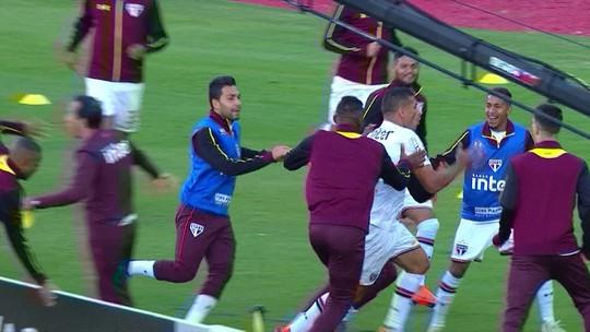 Diego Souza aproveita cruzamento e abre o placar no San-São