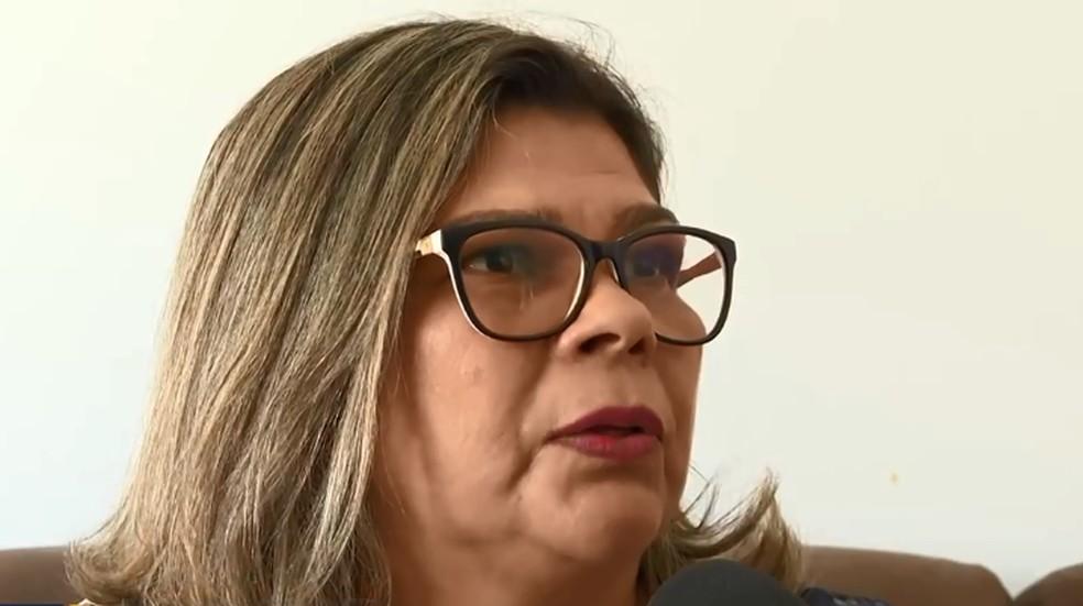 Paciente espera desde janeiro a cirurgia para retirada do cálculo renal — Foto: TV Globo