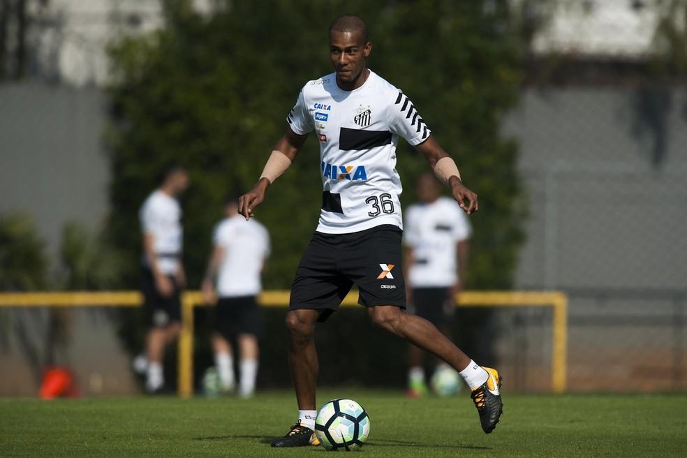 ... Copete foi reserva pela primeira vez sob comando de Levir no Santos —  Foto  Ivan cd3e9787fdc59