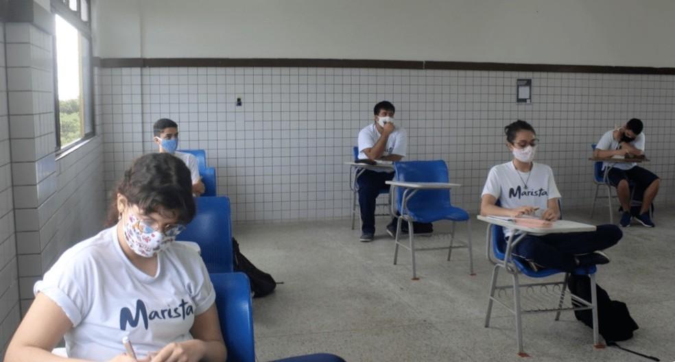 Volta às aulas presenciais em escola do Maranhão teve distanciamento entre cadeiras para os alunos — Foto: Divulgação
