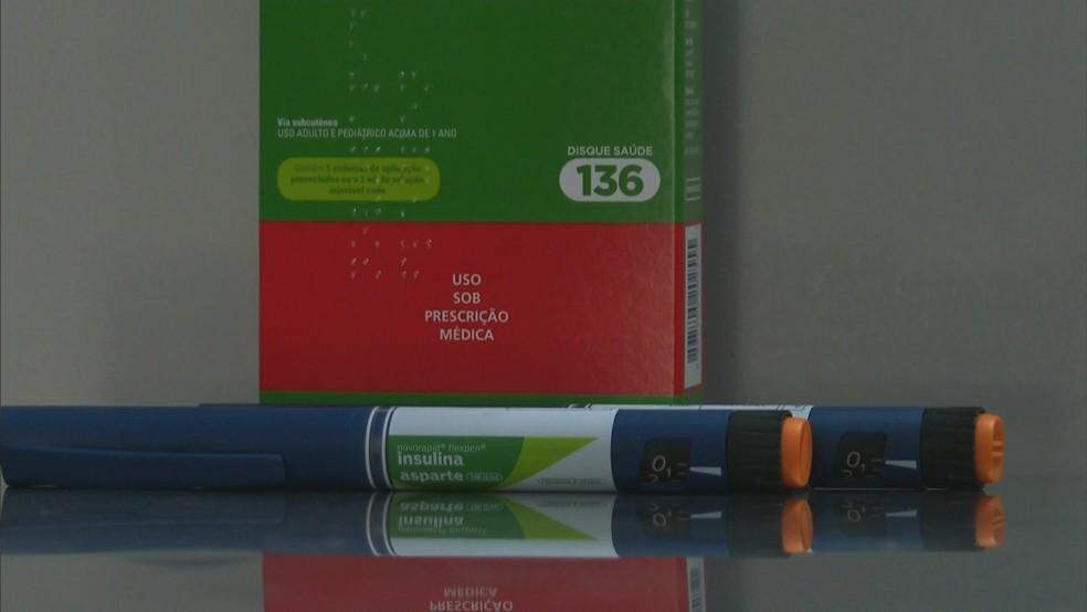 Caixa e caneta de aplicação de insulina — Foto: Reprodução/RBS TV