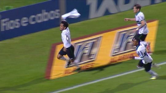 """Rafinha supera dores e marca primeiro gol no retorno ao Coritiba: """"Foi com sofrimento"""""""