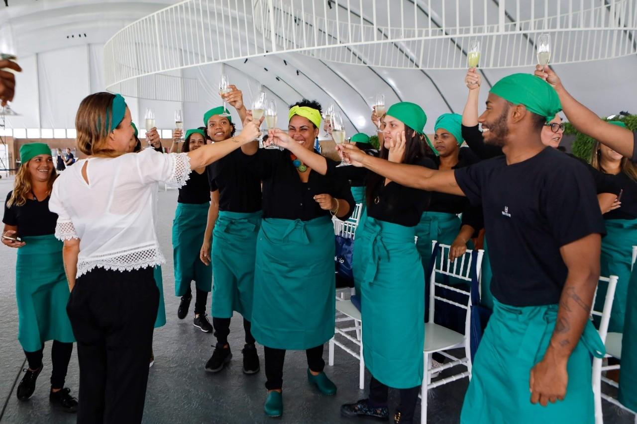 Dez desses jovens já foram contratados para atuarem no próprio festival