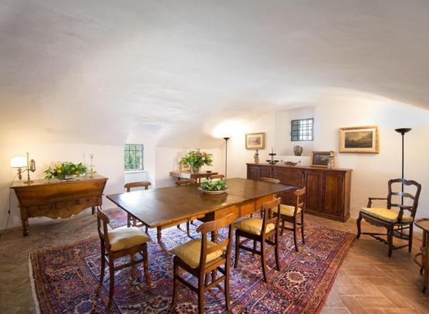 Sala de jantar da mansão onde viveu Michelangelo (Foto: Reprodução)