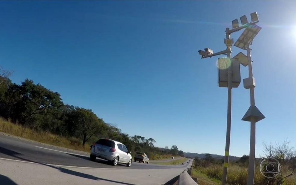 Radar instalado em rodovia de Goiás — Foto: Reprodução/TV Globo
