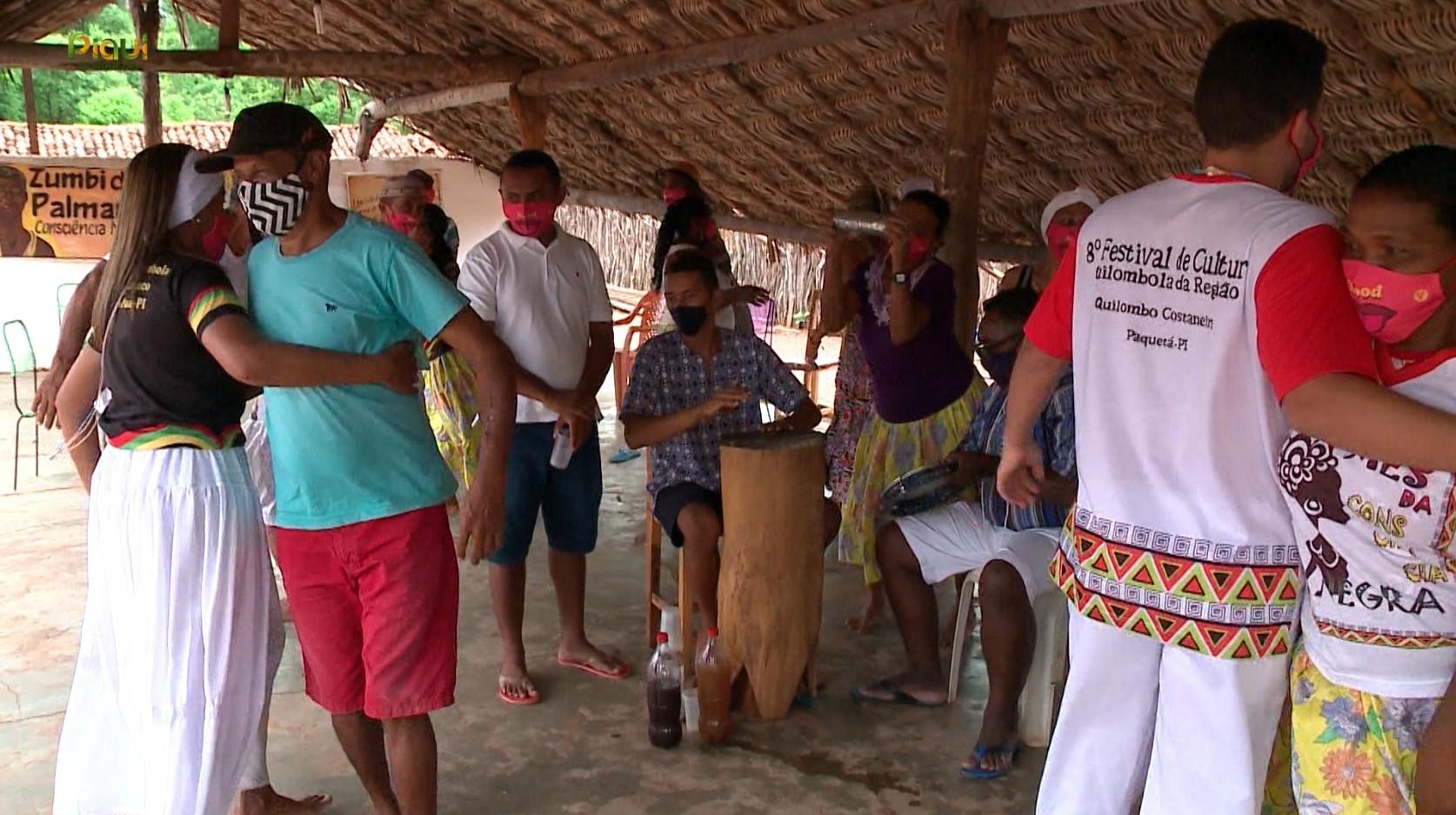 Comunidade quilombola mantém viva sua cultura no Piauí: 'lutar todo dia, lutar sempre'