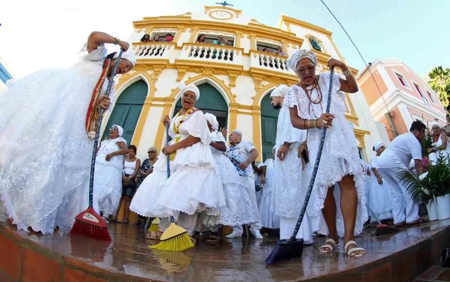 Águas de Oxalá preparam Olinda para o carnaval e arrastam multidão