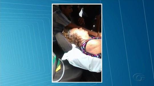 Sem ambulância em União dos Palmares, idosa é transferida de táxi para o HGE