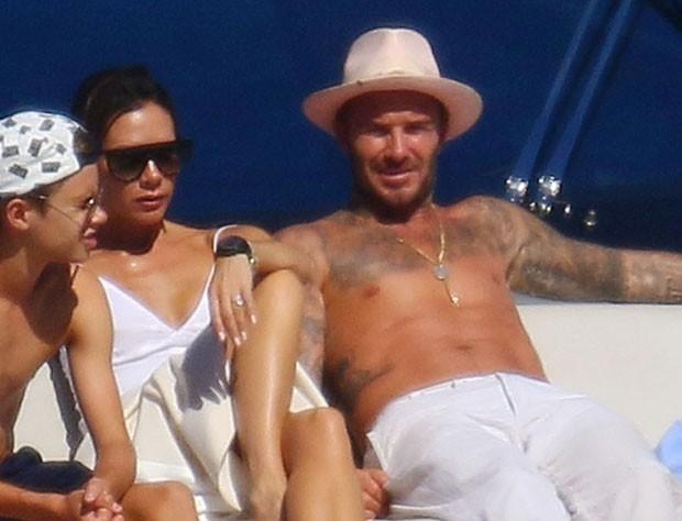 David e Victoria Beckham curtem férias na França (Foto: Backgrid)