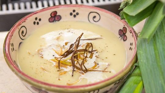 Sopa Fria de Alho-poró e Batata do chef Roberto Ravioli