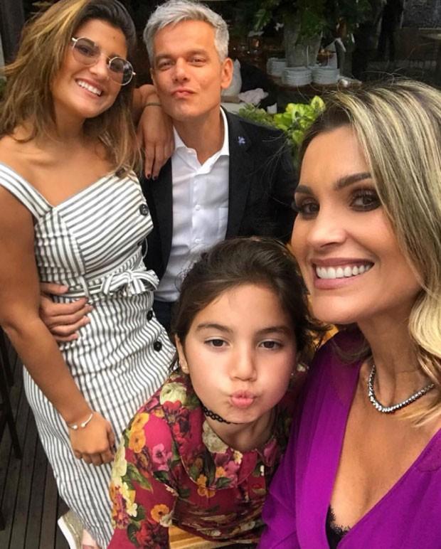 Otaviano Costa e Flávia Alessandra com Giulia e Olivia  (Foto: Reprodução)