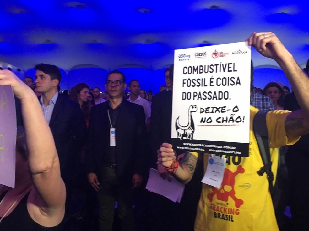 Ministro foi alvo de protesto na Semana do Clima em Salvador — Foto: Maiana Belo/G1 Bahia