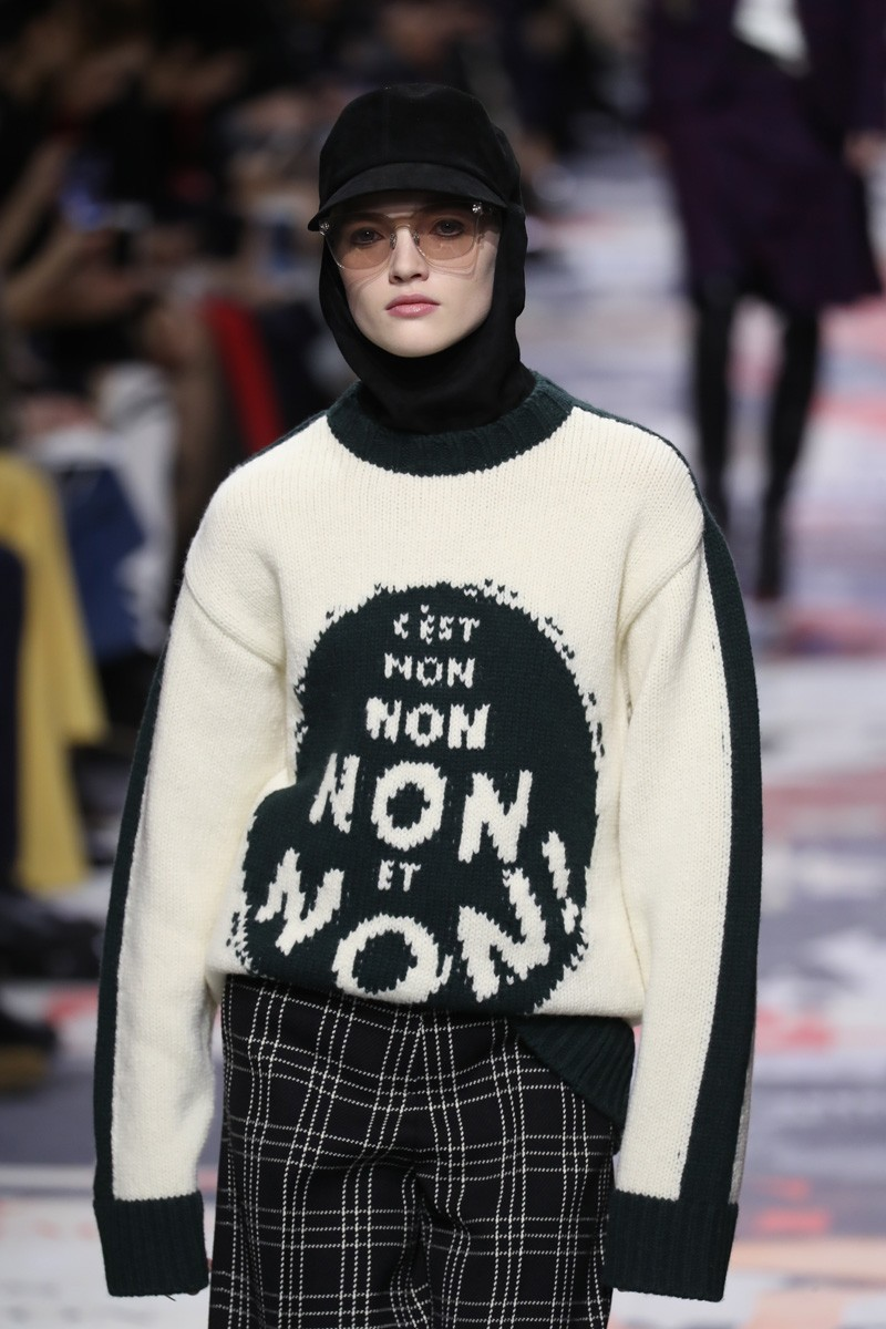 """VIRALIZOU: O suéter """"É não, não, não e não"""" da Dior (Foto: ImaxTree, Antonio Barros e Reprodução)"""