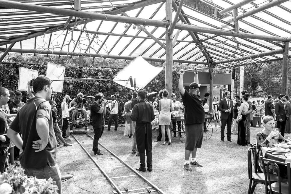 Equipe se mobilizou na gravação de várias cenas simultaneamente durante a festa de casamento (Foto: Felipe Monteiro/Gshow)
