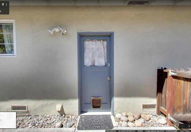 A porta lateral azul original da Garagem do Google em Santa Margarita, Menlo Park (Foto: Divulgação/Google)